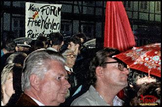 Photo: 23.Oktober 1989 in #Schwerin / DDR Schloßplatz , 1.Montagsdemo Wer erkennt sich wieder? Fotogalerie von Menschen und Leuten: goo.gl/B1OsX8