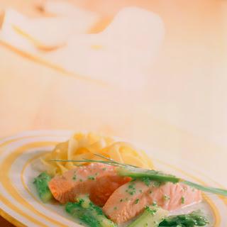 Lachsfilet mit Spargel-Schnittlauch-Sauce