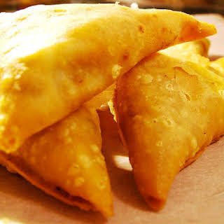 Quick and Easy Baked Vegetarian Samosas.