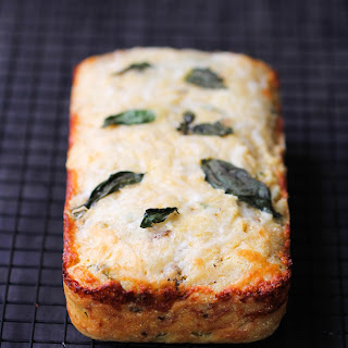 Corn Bread with Sun-Dried Tomatoes, Basil, and Cheese