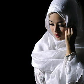 Gadis Berkerudung by Cevi Permana - People Portraits of Women