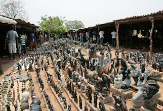 Photo: African craft to buy - ok we bought one zebra, one guinea fowl and one ostrich egg - but none of them from this market