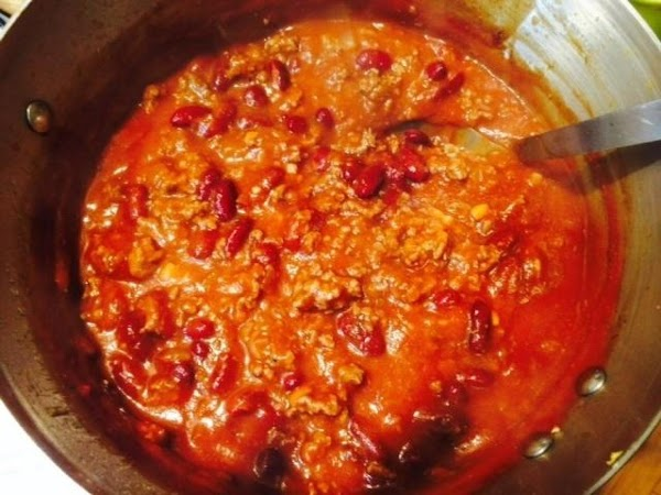 Simmering chili while spaghetti cooks makes quick work of this recipe.