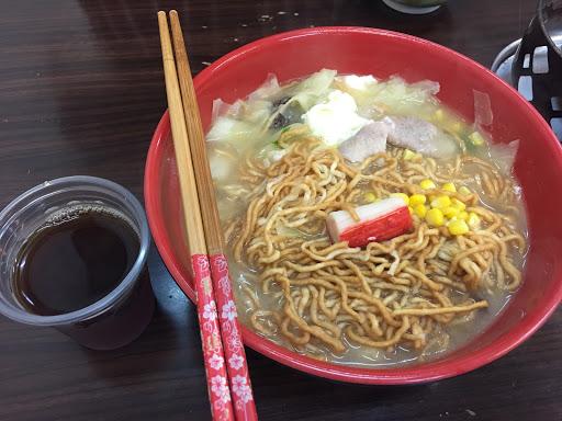 平價好吃的鍋燒意麵,湯頭跟麵條都不錯.. 這種店.. 就是那種台南人個人美食清單的那種小店。