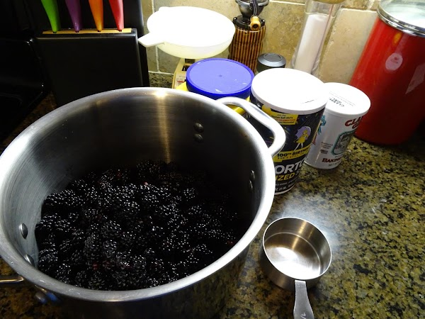 For Filling:  Add berries, sugar, cornstarch, cinnamon, and water to a saucepan. ...