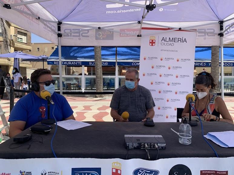 Judit Murillo y José Murillo han querido manifestar su malestar por la imposibilidad de practicar voley playa en las playas del Zapillo.