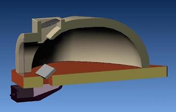 Photo: la présence de la trappe du cendrier en position inclinée vers le fond du four devrait permettre de dévier le flux d'air vers le foyer