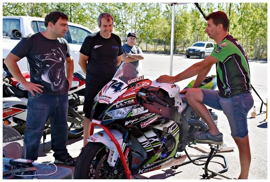 Matias Pes, junto a Dani Chirurgi, dialogando con Zipilivan.