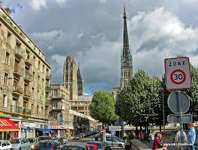 Photo: 2008-09-06. Rouen. Nabij de Kathedraal.  www.loki-travels.eu