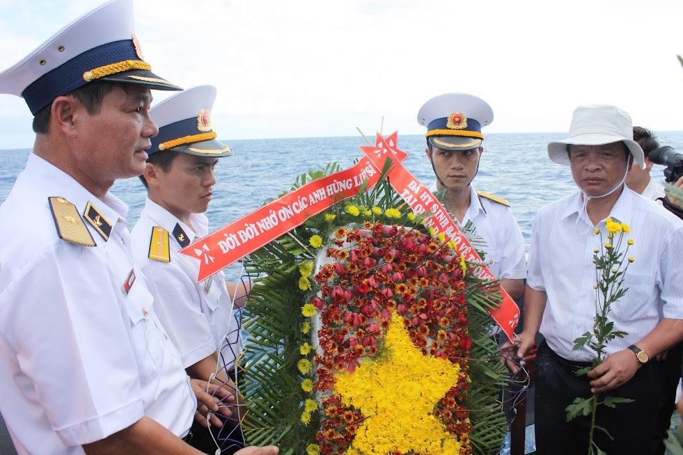 Tưởng niệm các chiến sỹ hy sinh tại đảo Gạc Ma