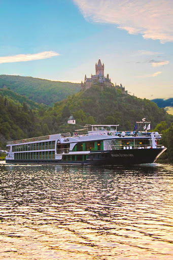Avalon-Luminary-Moselle - Visit castles and the river history along the Moselle River such as Cochem, Germany, and Metz, France, while cruising on the luxury cruise ship Avalon Luminary.