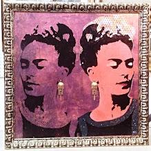 Foto: Frida in the mirror  77x77cm  Foglia oro, foglia argento, foglia rame su tela Stencil con ausilio di vernici acriliche spray Orecchini vintage  Cornice in legno decorata con foglia oro e foglia argento  DISPONIBILE  Per informazioni e prezzi: manualedelrisveglio@gmail.com