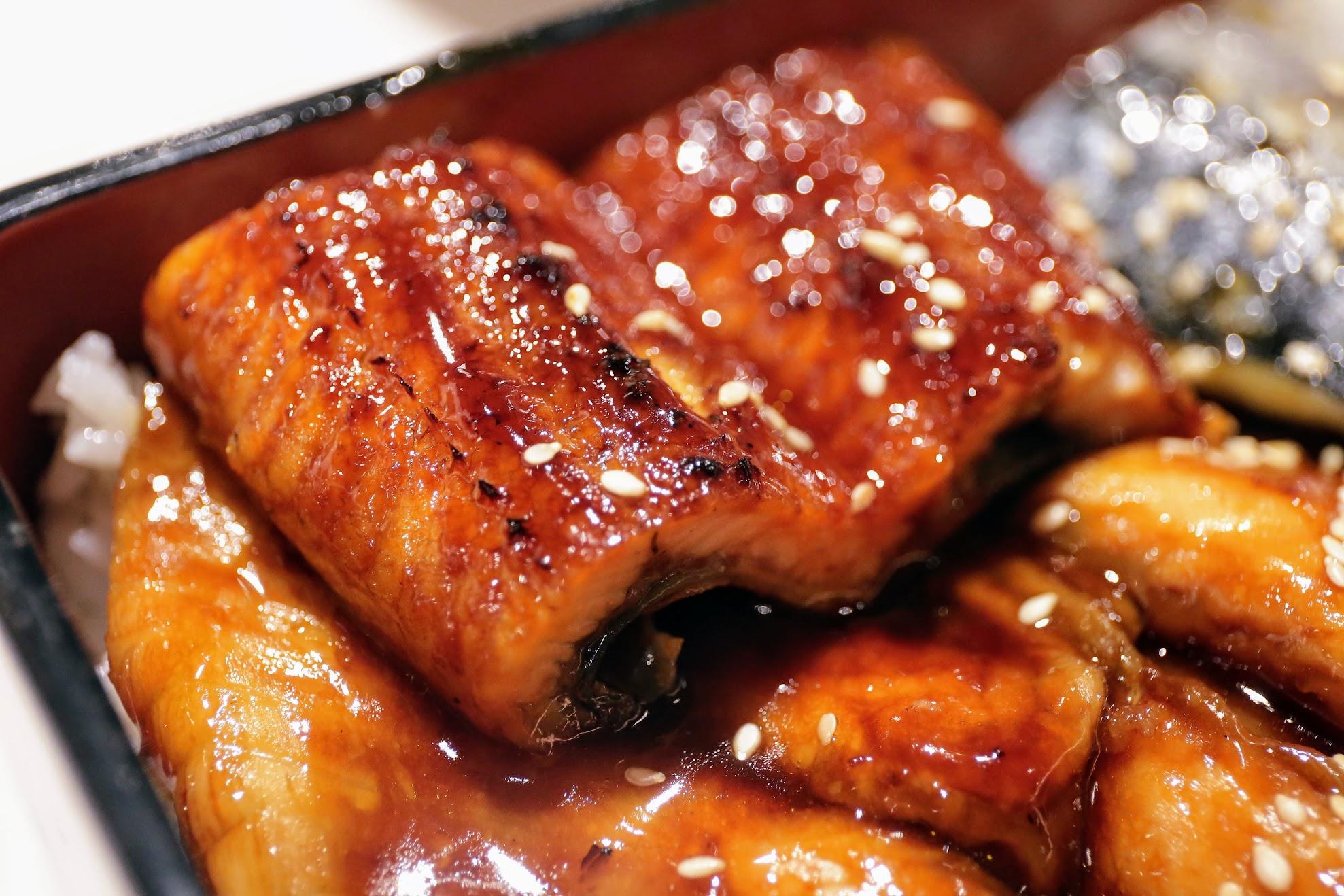 鰻魚鹹鹹甜甜的,肉質Q