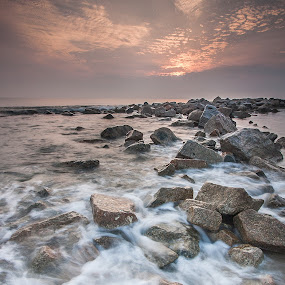 Tok Jembal Beach by Hadinur Jufri - Landscapes Sunsets & Sunrises ( canon, waves, 10-22mm, stone, terengganu, malaysia, rock, beach, 10mm, landscape, jufri, 450d, hadinur, sunrise )