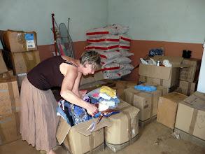 """Photo: dans le """" magasin """", nous trions friperies, layettes, jouets que nous allons distribuer"""