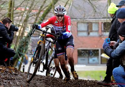 Lucinda Brand rijdt solo naar de overwinning in Namen
