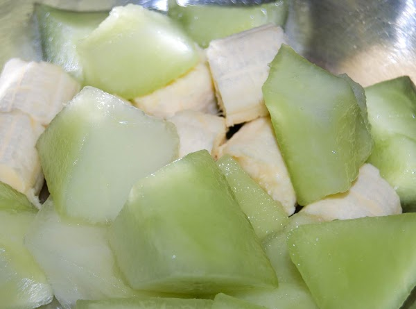 Combine honeydew, banana, yogurt, ginger and ice in blander. Process 30 second or until...