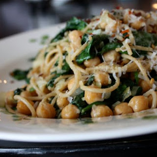Whole Wheat Spaghetti with Sauteed Chickpeas & Spinach
