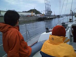 Photo: 左が米軍倉庫のある吾妻島。明治22年に水路ができて島になったそうな。