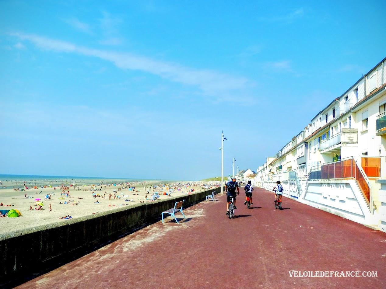 A vélo sur le front de mer de Fort-Mahon plage - Blog Les Balades à vélo autour de La Baie de Somme par veloiledefrance.com