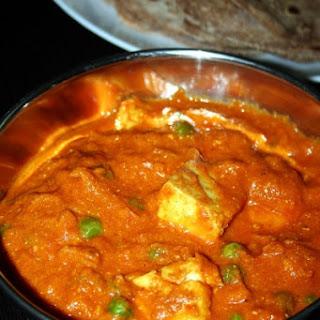 Matar Paneer or Mutter Paneer – easy gravy