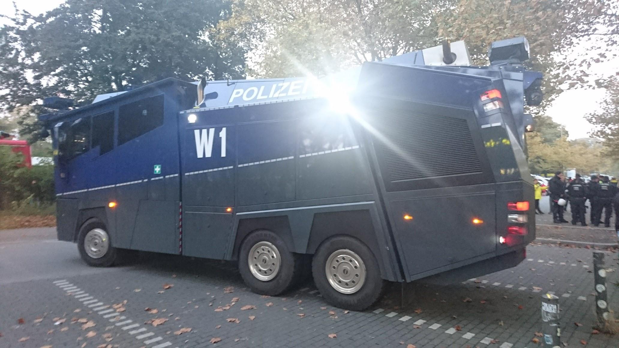Dortmund Polizei Wasserwerfer