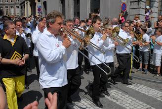 Photo: Durant toute le combat, les musiciens vont inlassablement jouer l'air du Doudou .