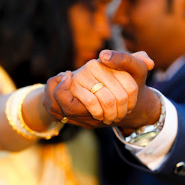 Bride and Groom by Vivek Kumar - Wedding Bride & Groom ( outdoor, romance, couple, 70-200mm, wedding photography, tamil nadu, canon eos, wedding, chennai, india, wedding art, canon,  )