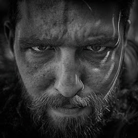 by Marco Bertamé - Black & White Portraits & People ( face, looking into camera, spotting, beard, headshot, man, low key, eyes, facial portraot )