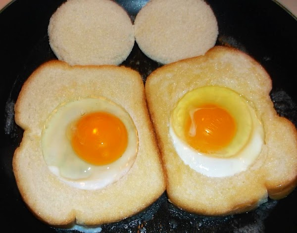 Crack egg and pour into hole in the bread frame.