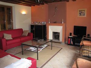 salon-25-m2-gite-la-ferme-du-tertrejpg