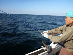 """Photo: タナを10m間違えて全然釣れてなかった""""アオキさん""""! ・・・自分だけ釣れてない時はまず、「タナ」を確認しましょう!"""