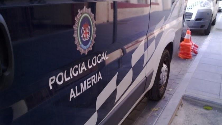 La actuación de la Policía Local ha permitido la detención de los presuntos maltratadores.