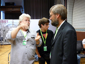 Photo: ICPS Conference in Leiden (NL) 2010. From the left: Allen Lowrie & grandson with Dr. Jan Schlauer.