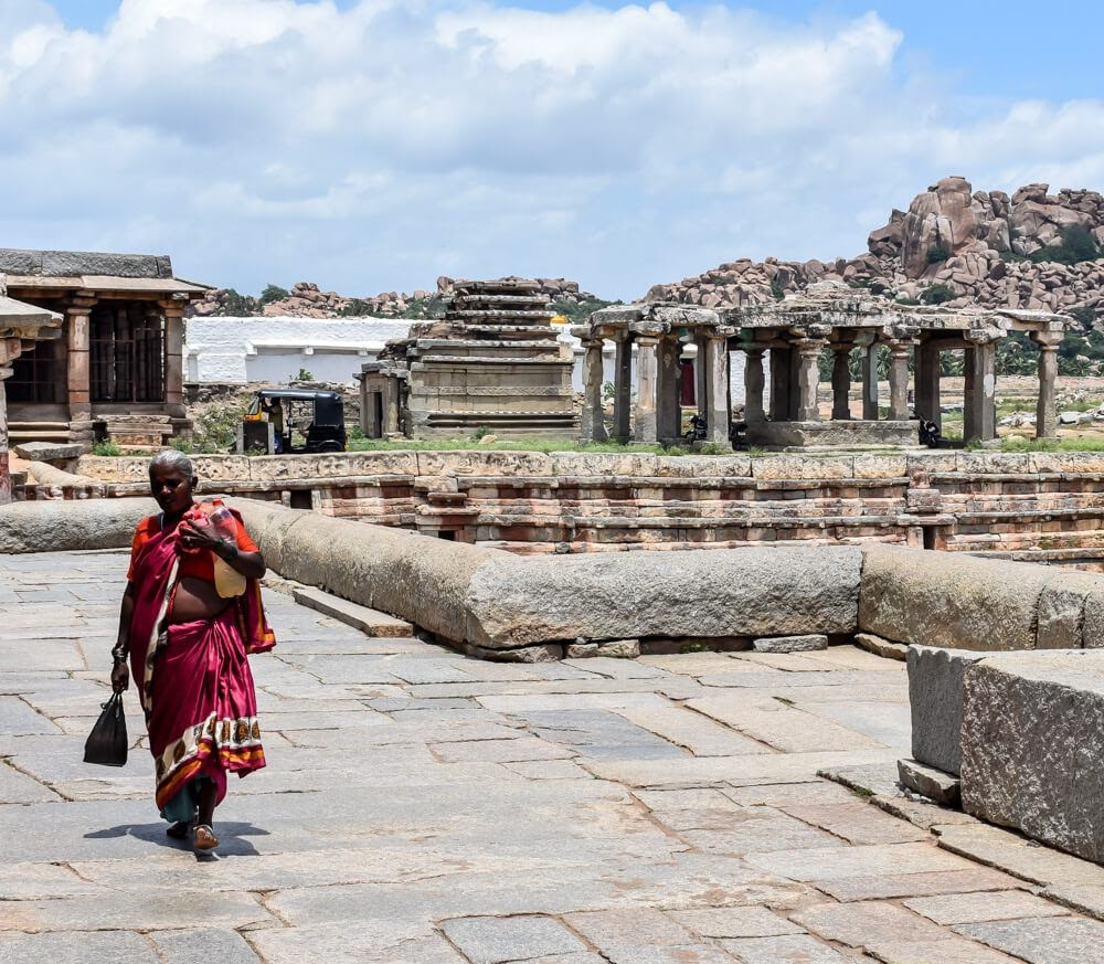 old+karantaka+woman+virupaksha+temple+hampi+ruins+karnataka