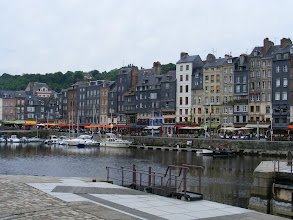 Photo: We move on to the popular tourist destination of Honfleur, here at the old harbor. The narrow slate-and-timber buildings on this side (the Ste-Catherine Quay) are the former homes of sailors and workers.