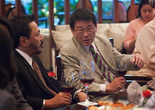 Photo: 22 August 2013 - Cocktails at the Dusit Thani Hotel in Makati.  JACFO representative to the IAFEI International Treasury Committee (ITC) Kenichi Ohta talking with ITC Chairman Omar Cruz