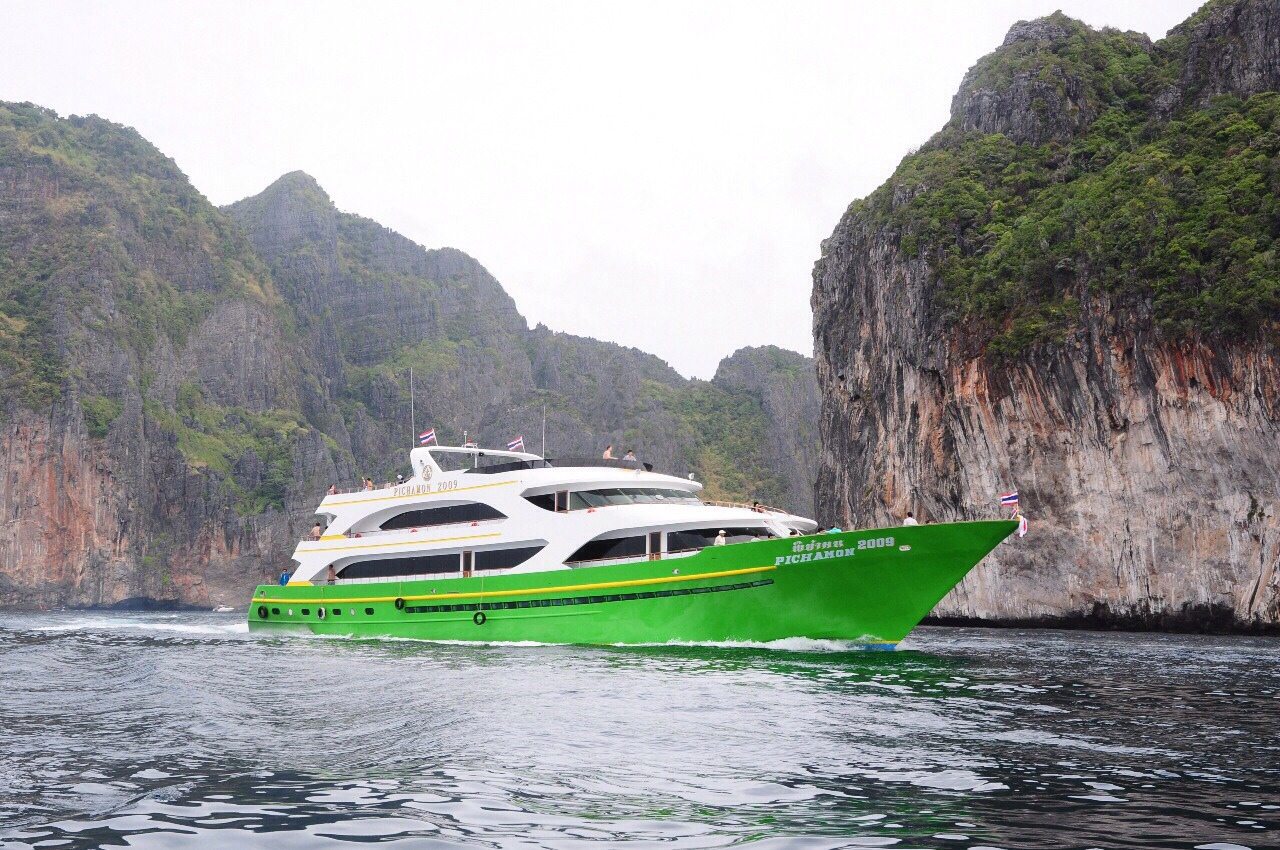Travel from Phuket to Koh Phi Phi by express ferry