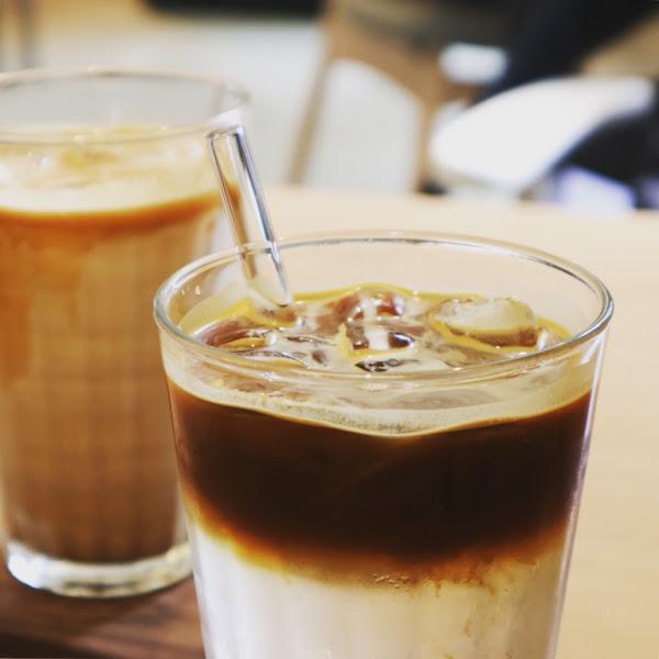 空間不大卻不停湧入人潮  簡單有個性的魅力咖啡店  咖啡不錯 甜點個人覺得布丁喜歡  推