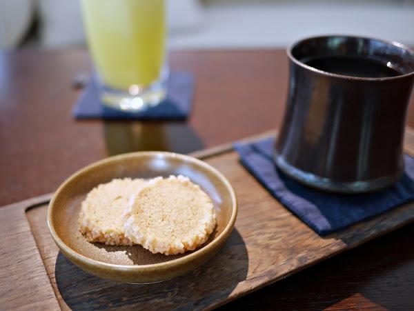 台中咖啡廳:元生咖啡像坐在藝廊裡欣賞古董品嚐好咖啡-綠園道店
