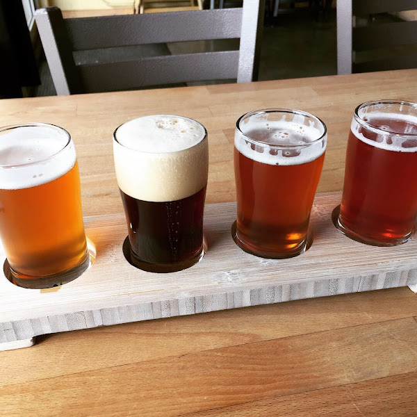 Beer flight is a must so you can try all the amazing beer (dry hopped pale ale, dark ale on nitro, IPA No. 5, Olallie)
