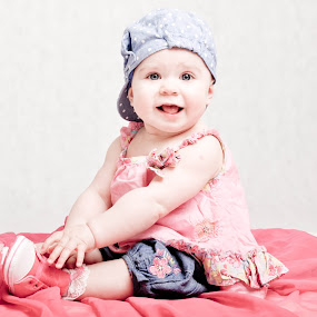 julka by Magdalena Maćkowska - Babies & Children Child Portraits