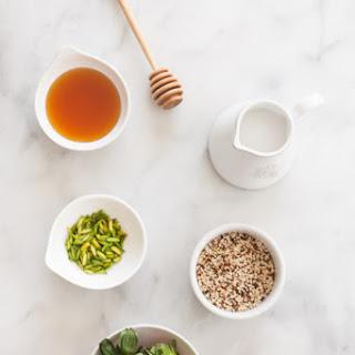 5-Ingredient Quinoa Breakfast Pots.