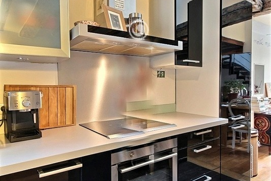 Full kitchen at 2 bedroom Apartment Near Place Vendome