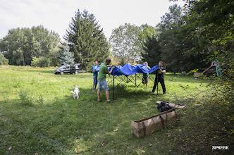 Photo: Zaczęliśmy dość wcześnie, bo ok. godziny 11. Zespołowe stawianie pawilonu ogrodowego.