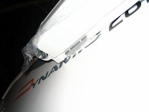 Photo: El soporte por su parte interior, tiene dos orificios. Hay que taladrar con una broca de 3 mm para atornillar en ella unos tornillos de rosca chapa de 4,2 mm. Así se evita que el toldo se pueda descolgar.