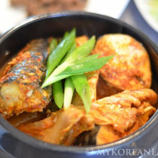 Godeungeo Kimchi Jorim 고등어 김치 조림 (Braised Mackerel w Kimchi)