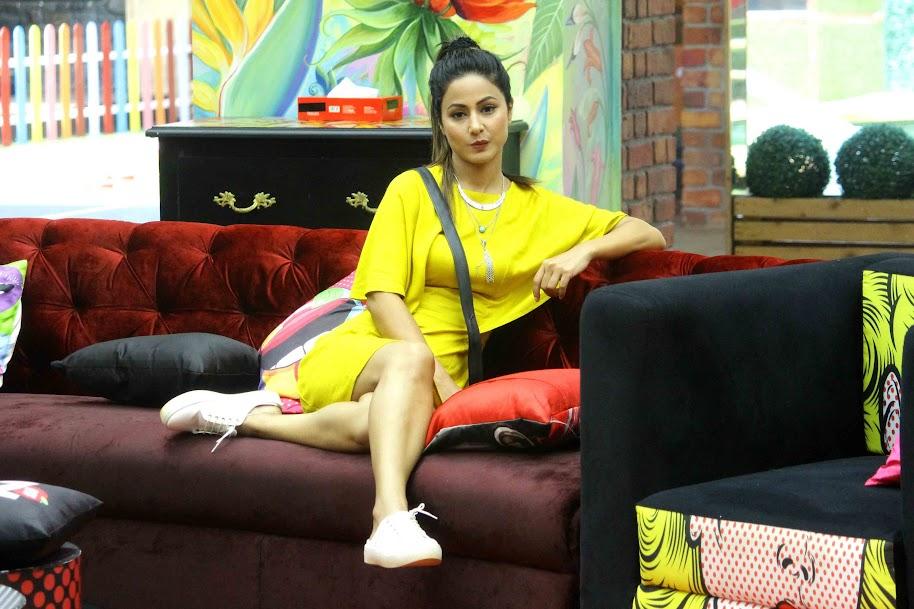 Hina Khan in Yellow Dress in Bigg Boss, Hina Khan sexy legs, Hina Khan hot