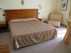 Photo: It.s4HR33-141009San Giovani Rotondo, hôtel Le Terrazze, chambre, lit  IMG_5821