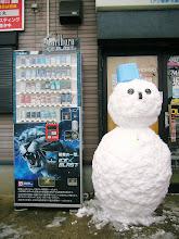 """Photo: お店の""""雪だるま""""も完成!! ・・・5時間ぐらいかかった。 ・・・寒かったー!"""